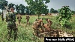 Les FACA à Bangui, en Centrafrique, le 17 août 2018. (VOA/Freeman Sipila)
