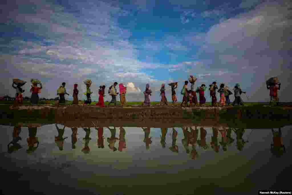 Refugiados Rohingya em fuga do Myanmar para Palang Khali, Bangladesh Nov. 2, 2017