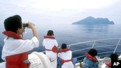 台灣旅遊人士觀看景點。