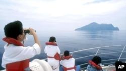 Một nhóm du khách tham quan đảo Rùa của Đài Loan