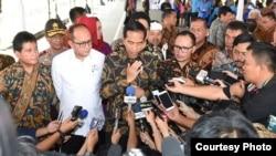 Presiden Jokowi di Karawang, Jumat 23 Desember 2016, membantah isu adanya 10 hingga 20 juta pekerja asal China masuk ke Indonesia. (Foto: Biro Pers Kepresidenan)