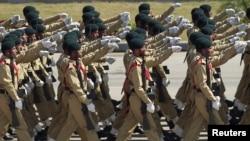 Binh sĩ Pakistan trong cuộc diễu hành Ngày Cộng hòa ở Islamabad, 23/3/2015.