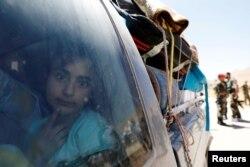 1. Suriah: 6,7 juta pada 2018, melonjak dari 6,3 juta pada 2017. Suriah menjadi negara terbesar asal para pengungsi sejak 2014, menurut UNHCR. Seorang anak perempuan pengungsi Suriah yang meninggalkan Lebanon, melihat melalui jendela saat tiba di Qalamoun