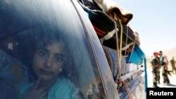 Seorang anak perempuan pengungsi Suriah yang meninggalkan Lebanon, melihat melalui jendela saat tiba di Qalamoun, Suriah, 28 Juni 2018. PBB akan menggelar Forum Pengungsi Global untuk pertama kalinya. Pertemuan dimulai hari ini, Senin, 16 Desember 2019 dan berlangsung tiga hari.