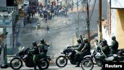 Fuerzas de seguridad venezolanas reprimen una protesta antigubernamental en San Cristobal, en enero de 2015.