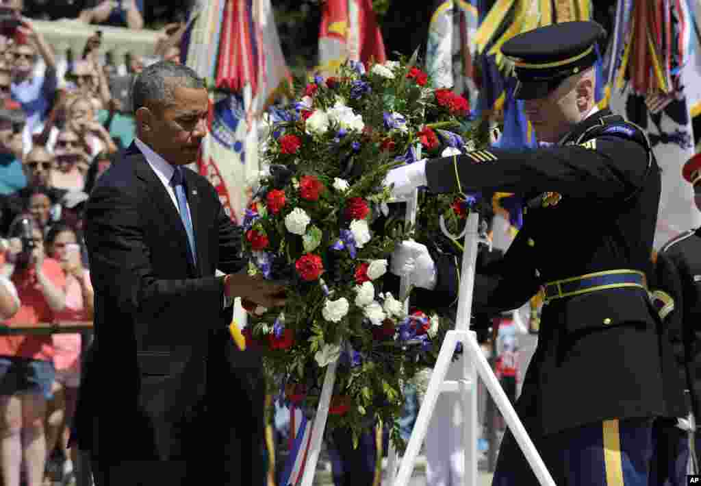 President Barack Obama lays a wreath at the Tomb of the Unknowns at Arlington National Cemetery, May 26, 2014.