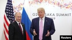 Президент США Дональд Трамп и президент РФ Владимир Путин в Осаке. 28 июня 2019 г.