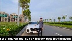 Trần Văn Hoàng nói về lỗi trên một xe VinFast Lux A2.0, video được Facebooker Nguyễn Thái Báo chia sẻ lại, 28/4/2021.
