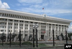 Parlament xalqaro komissiya ishidan norozi