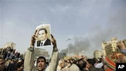 一名埃及男子在1月29日的抗议中高呼穆巴拉克下台的口号
