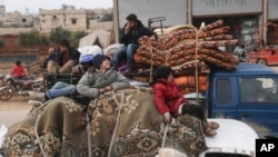 شامی فوج کی ادلب میں کارروائی کے باعث ہزاروں افراد نقل مکانی پر مجبور ہو گئے ہیں۔