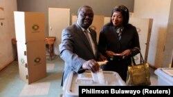 """津巴布韋總理茨萬吉拉伊指責總統選舉是一場""""鬧劇""""。"""