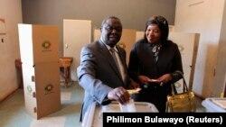 """津巴布韦总理茨万吉拉伊指责总统选举是一场""""闹剧""""。"""