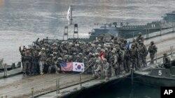 Quân đội Mỹ và Hàn Quốc tập trận chung tại Hàn Quốc vào tháng 12/2015.