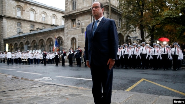French President Francois Hollande attends a ceremony to mark the 70th anniversary of the Liberation of Paris from Nazi occupation, at the Police headquarters in Paris, Aug. 25, 2014.