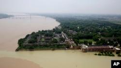 Le fleuve Gange vue d'un hélicoptère à Allahabad, en Inde, 26 août 2016.