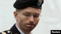 Bradley Manning, binh sĩ Lục quân can tội tiết lộ các thông tin mật cho trang WikiLeaks