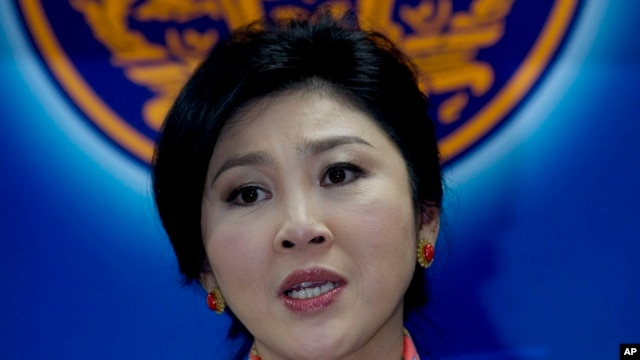 Thailand's Prime Minister Yingluck Shinawatra talks to media during a press conference in Bangkok, Thailand, May 7, 2014.