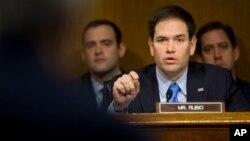 El senador Marco Rubio, junto a su colega republicano David Vitter, han presentado una ley exige el pago de reclamaciones a Cuba.