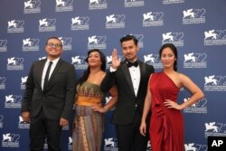 "(Ki-ka) sutradara Joko Anwar, aktris Maera Panigoro, aktor Chicco Jerikho, dan aktris Tara Basro, saat mewakili film ""A Copy Of My Mind"" di ajang Venice Film Festival ke-27 di Venesia, Italia, 11 September 2015 (Dok: Joel Ryan/Invision/AP)"