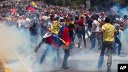 La oposición culpa a Maduro de la grave crisis económica que sufre Venezuela, con la inflación más alta del mundo.