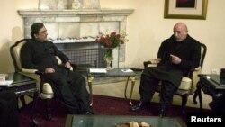 지난 2009년 당시 회담 중인 하미드 카르자이 아프가니스탄 대통령(오른쪽)과 아시프 알리 자르다리 파키스탄 대통령.