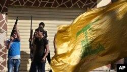 Suriye'nin Kuseyr kasabasının isyancılardan alınmasını kutlayan Hizbullah gerillaları