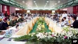 Suasana perundingan gencatan senjata pemerintah Burma dan pemberontak Kachin di Myitkyina, negara bagian Kachin (30/5).