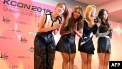 """Kelompok K-Pop SISTAR dalam konferensi pers sebelum konser mereka """"M Countdown"""" di Saitama Super Arena di Saitama (22/4). (AFP/Toshifumi Kitamura)"""