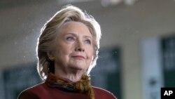La candidate démocratique Hillary Clinton dans un lycée de Pittsburgh, le 22 octobre 2016.