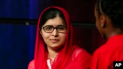 خانم یوسف زای در نوجوانی هدف ترور تندروهای مذهبی مخالف تحصیل دختران قرار گرفته بود.