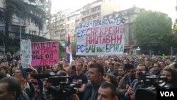 """Protest """"1 od 5 miliona - Svi kao jedan"""" u Beogradu, 20 aprila 2019. (Foto: Rade Ranković, VOA)"""