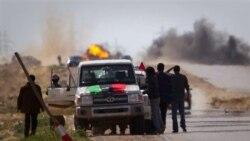 نیروهای حامی قذافی به رغم بمباران هوایی به حملات خود ادامه می دهند