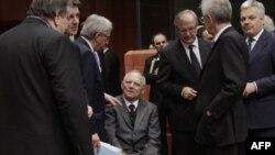 Министры финансов ЕС думают, как спасти евро