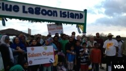 Para keluarga muslim menikmati liburan di Pulau Blue Lagoon, salah satu pulau di Kepulauan Bahamas, Karibia (courtesy photo).
