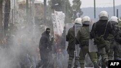 Sukob demonstranata i policije u Atini, 10. februara 2012.