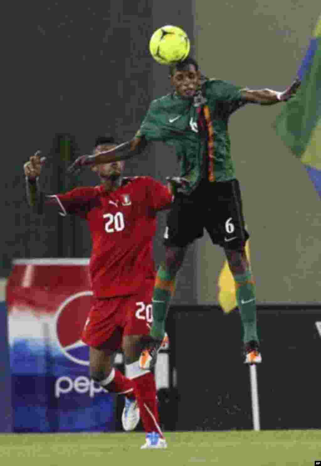 Bladmir Ekoedo (L) of Equatorial Guinea fights for the ball with Davies Nkausu of Zambia during their African Nations Cup soccer match in Malabo January 29, 2012.