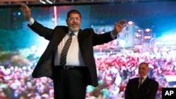 Mohammed Morsi ketika berkampanye sebagai kandidat Presiden dari partai Ikhwanul Muslimin di Kairo, Mesir, 20 Mei 2012 (foto: AP)