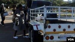 Abantu abanengi kade bethenga impahla eMusina lamanye amadolobhe kwele South Africa aduzane leBeitbridge.