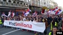 """Protest """"1 od 5 miliona"""" u Beogradu, 6. aprila 2019. (Foto: VOA/Veljko Popović)"""