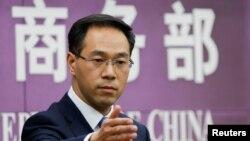 지난 6일 가오펑 중국 상무부 대변인이 베이징에서 열린 기자회견에서 기자들의 질문을 받고 있다.