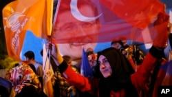 2015年6月7日伊斯坦布尔: 土耳其执政党(正义与发展党)的支持者