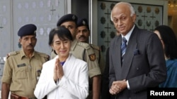 Burma's opposition leader Aung San Suu Kyi at the Indira Gandhi international airport where she was greeted by India's Foreign Secretary Ranjan Mathai (R), New Delhi, November 13, 2012.