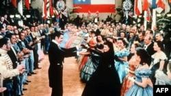 Clark Gable và Vivien Leigh (vai Rhett Butler và Scarlett O'Hara) trong bộ phim Cuốn theo chiều gió, 1939