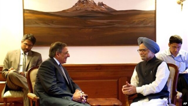 US Secretary of Defense Leon Panetta, second from left, speaks with Indian Prime Minister Manmohan Singh June 5, 2012.