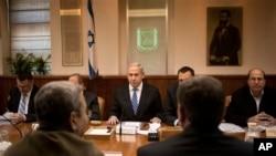 Serokwezîr Îsraîlê Benjamin Netanyahu di kombûna kabîneya xwe xwane dibe