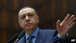 Serokê Tirkiyê Recep Tayyip Erdogan di Parlamenê de