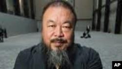 """中国知名艺术家、异见人士艾未未和他的艺术作品""""葵花籽"""""""