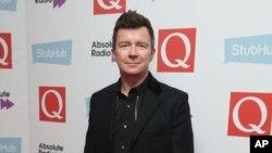 Rick Astley akan menggelar konser gratis untuk para petugas medis di Inggris. (Foto: dok).