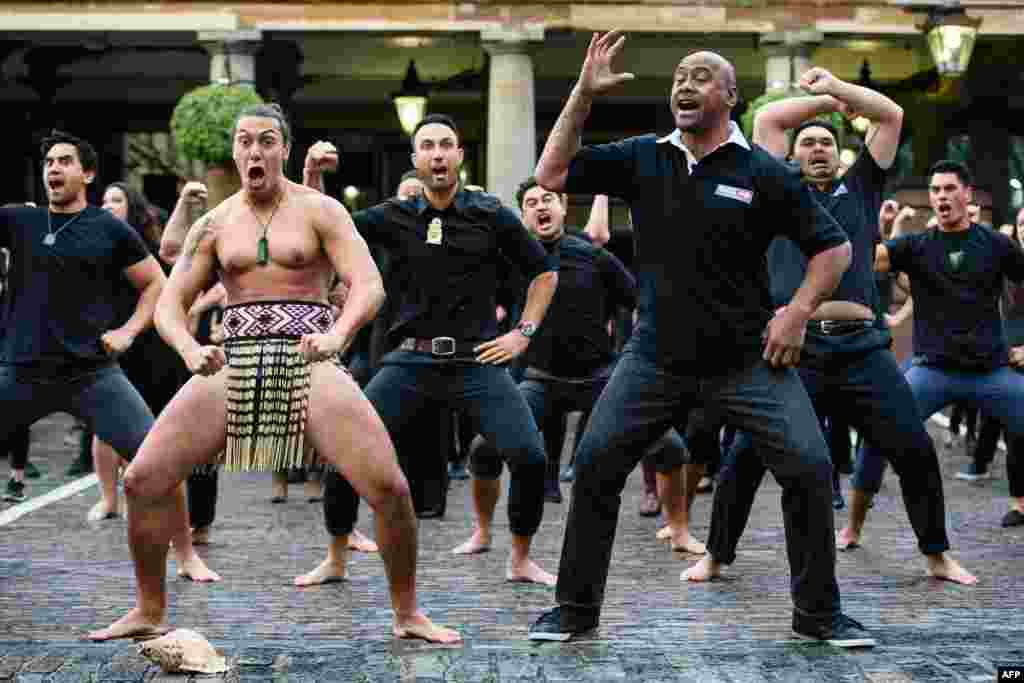 Former New Zealand rugby union player Jonah Lomu (Front R) and members of the Ngati Ranana London Maori Club perform a haka during a photocall in London's Covent Garden.